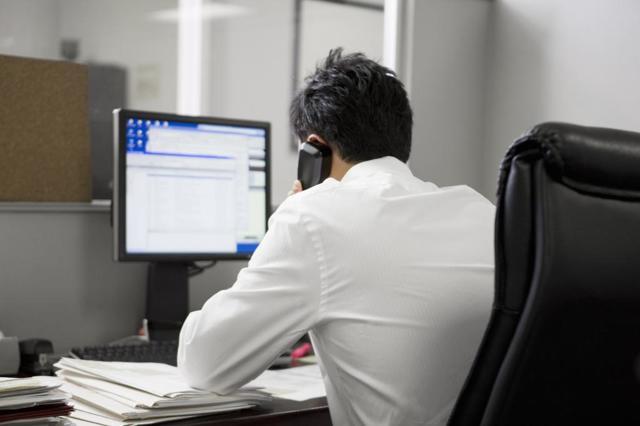 Коллекторы звонят на работу - как мне быть и что делать?