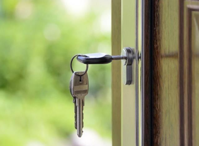 Отдельный вход в квартиру на 1 этаже: как узаконить без перевода в нежилое - нужно ли согласовывать с соседями