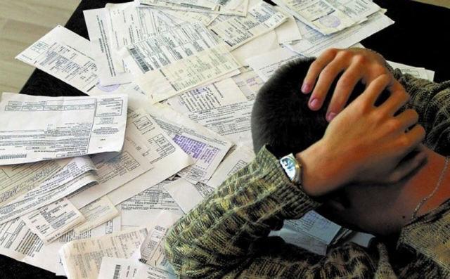 Может ли судебный пристав арестовать долю в квартире за долги?