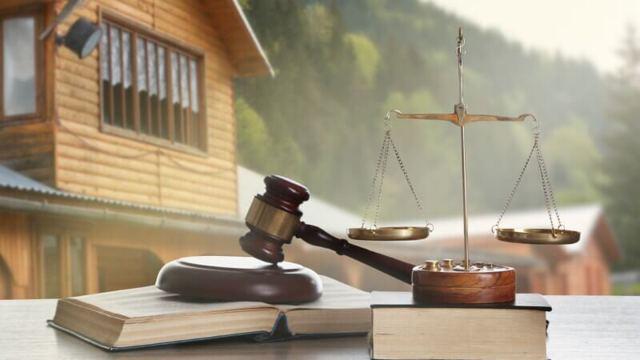 Меня не уведомили о наследстве - обязан ли был нотариус разыскать меня, как теперь получить наследство, только через суд?