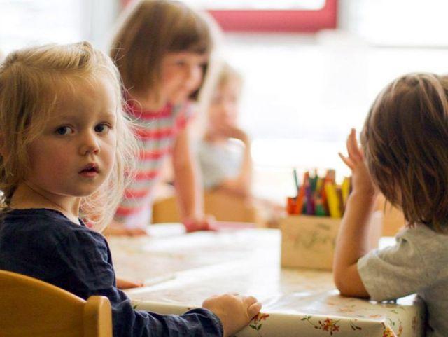 Соседи кричат на ребенка - куда обратиться, как написать жалобу в органы опеки