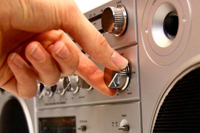 Громко играет музыка у соседей: как с этим бороться?
