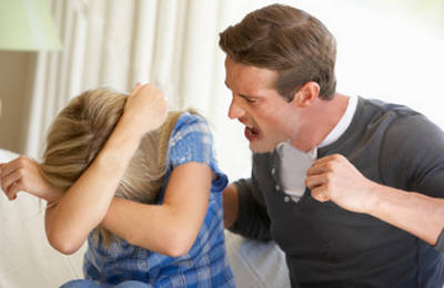 Бывший муж угрожает расправой, преследует и хочет забрать ребенка - что делать, куда обратиться, статья УК РФ