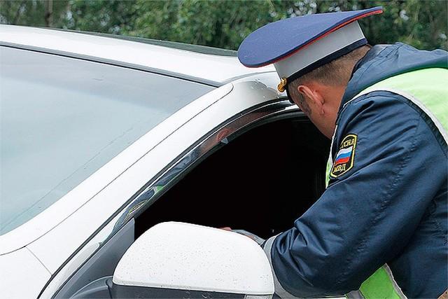 Если ГАИшник просит выйти из машины, что делать?