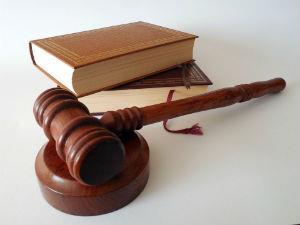 Виновник ДТП не платит, хотя суд обязал его - как быть?