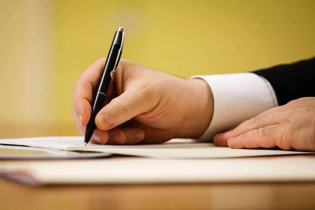 Завещание под диктовку - разрешена или нет законом? Обязательно ли самому писать завещание?